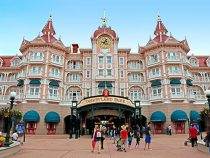 How to Save Money When Traveling To Disneyland
